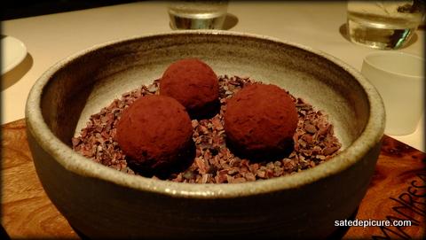 20-chocolate-and-chocolate-mint-liquid-center-bon-bons